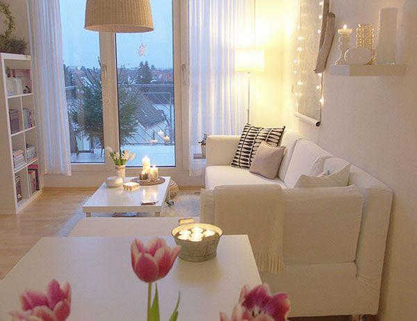 šviesus, baltas svetainės kambario dizainas