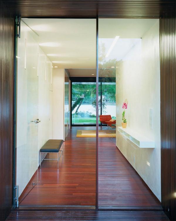 Koridoriaus į svetainę interjeras