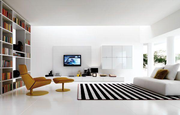 baltai juodai dryžuotas gyvenamojo kambario dizainas