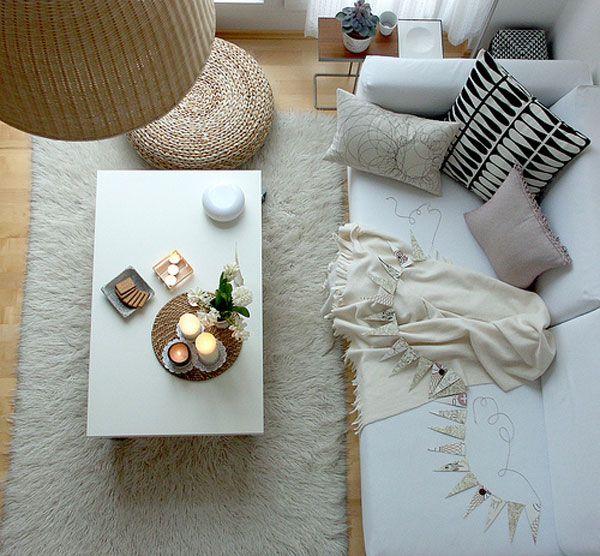 baltas svetainės kambario dizainas