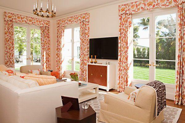 baltai oranžinis gyvenamojo kambario dizainas