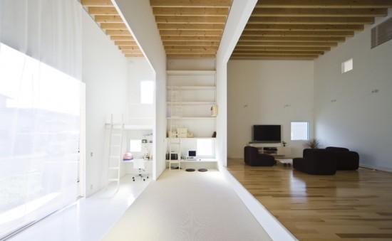 medinės lubos, grindys minimalistiniame interjere
