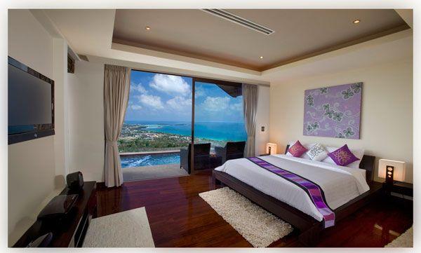 vaizdas į vandenyną iš šiuolaikinio miegamojo