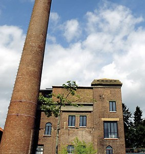 Fabriko pastato vaizdas iš priekio