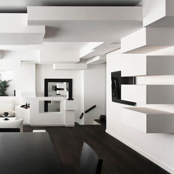 kubistinės lubų, sienų detalės buto interjere