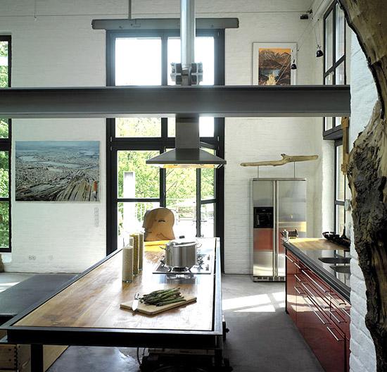 metalo sija virtuvės interjere