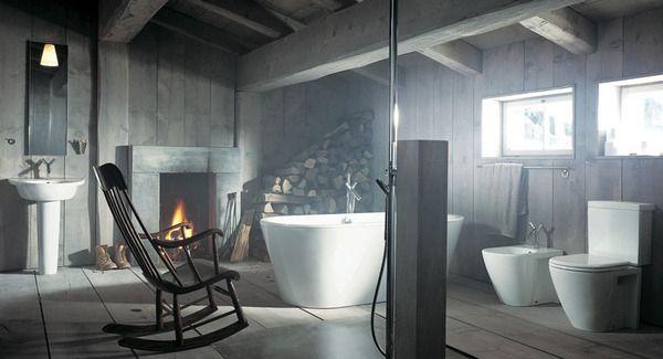 tašytos medinės sijos vonios interjere