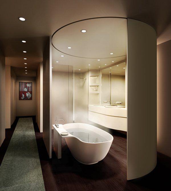 Vonios su ilgu koridoriumi interjeras