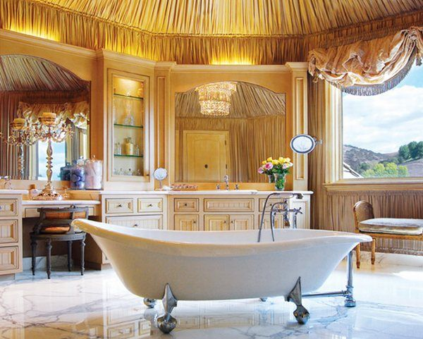 Puikių formų vonia interjere