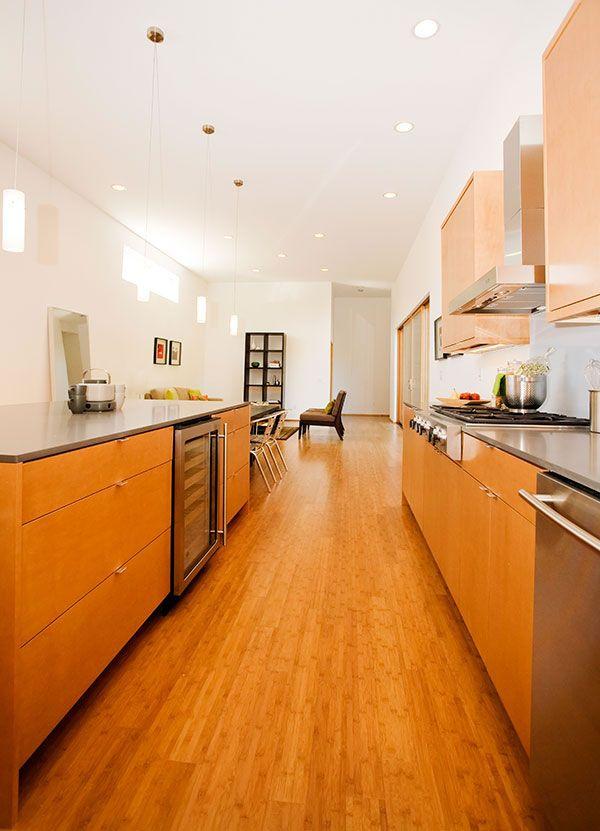 Virtuvės spintelės namo interjere