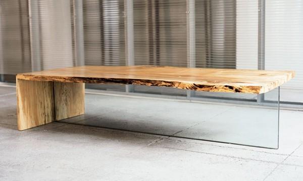 svetainės staliukas su stiklo atrama