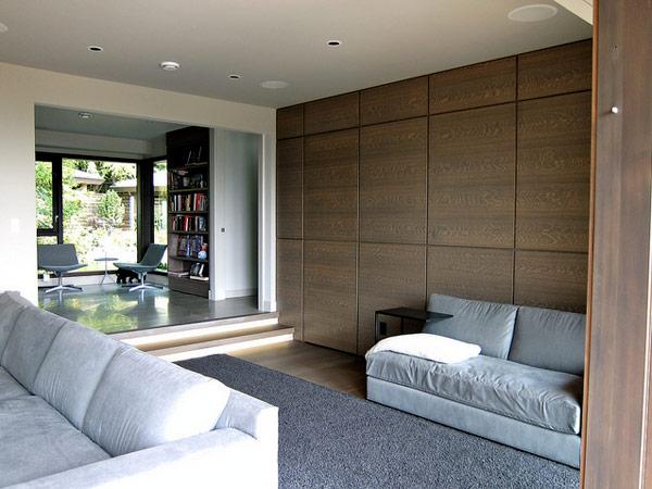 Namo interjeras, medžio pokščių apdailos siena