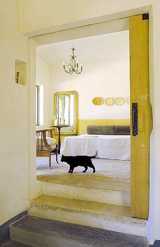 slenkančios durys, laiptai į kambarį