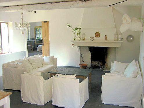 poilsio kambario su židiniu interjeras