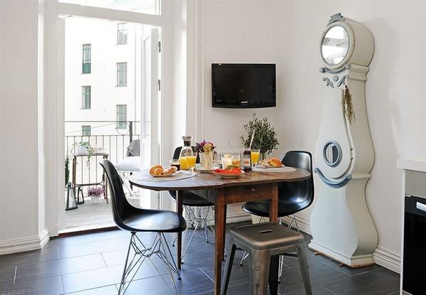 valgomasis stalas, laikrodis virtuvėje