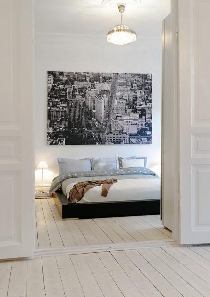miegamojo interjero vaizdas pro duris