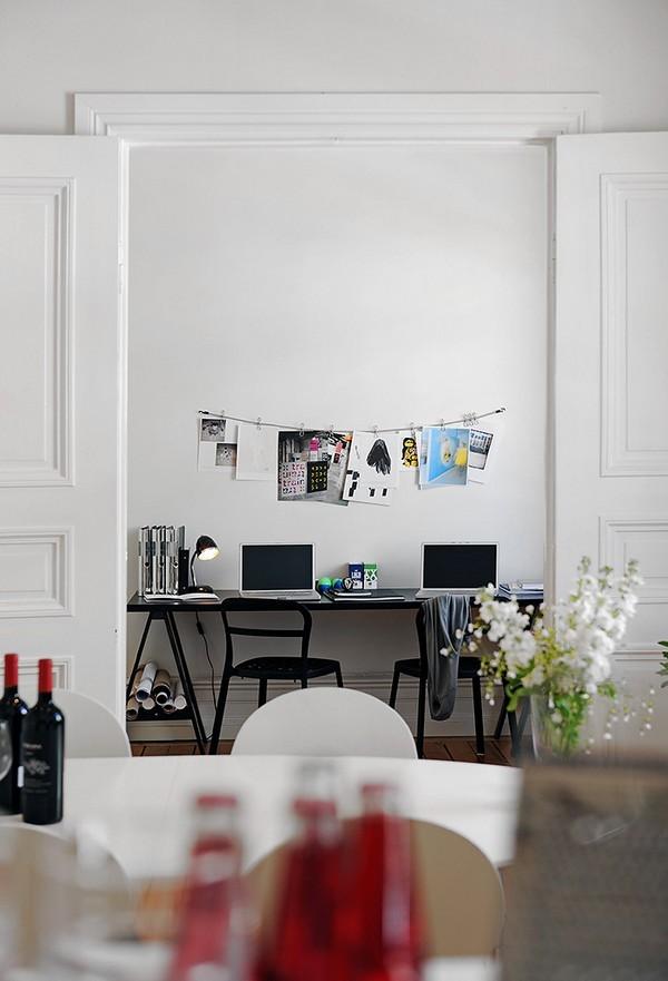 dvi darbo vietos namų biure