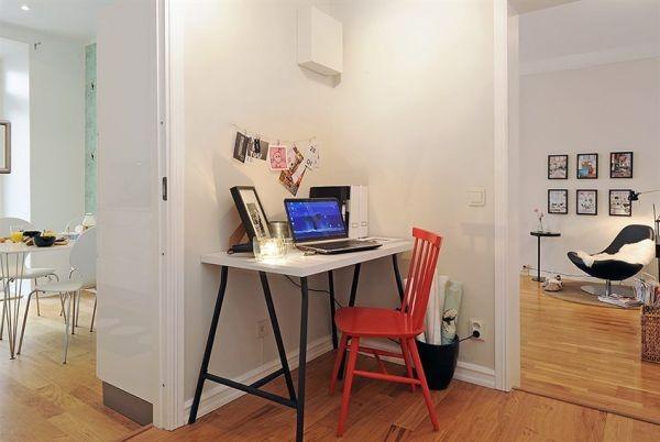 kampas tarp kambarių skirtas darbo kambario erdvei
