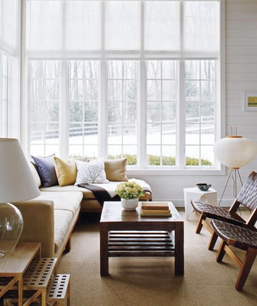 didelis langas namo svetainės interjere