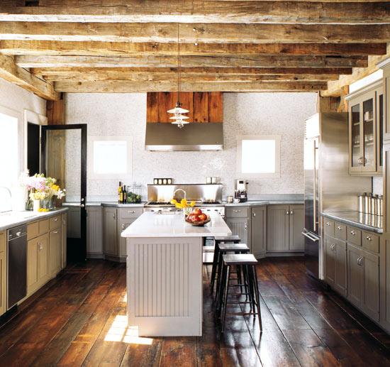 virtuvės interjeras name, buvusiame sandėlyje