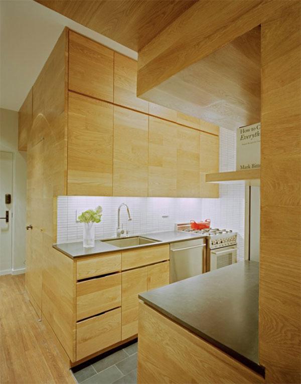 virtuvės erdvė po laiptais