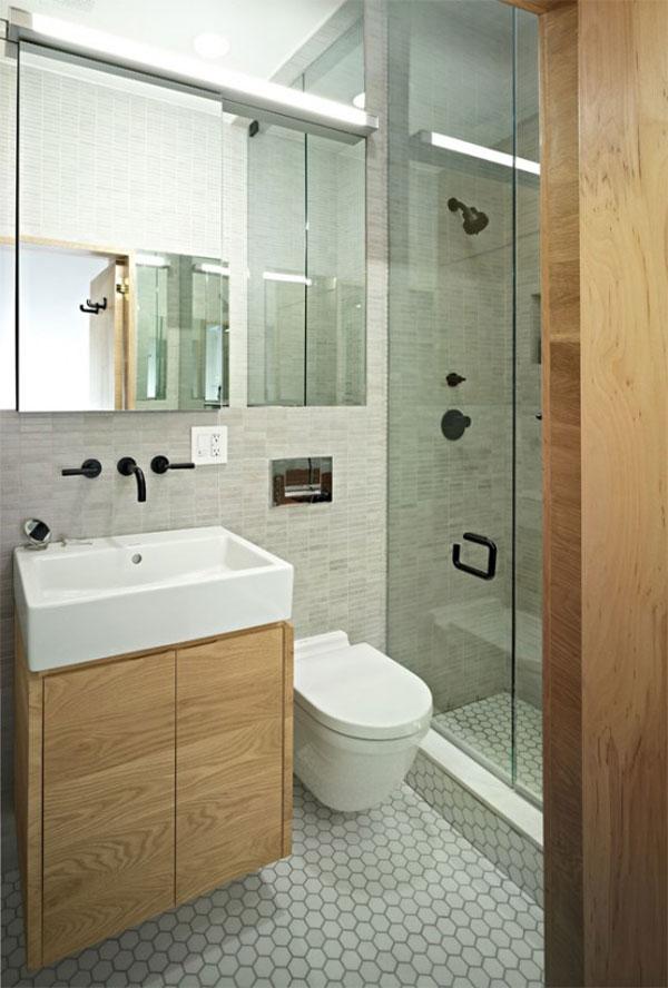 tualetas, dušo kabina mažame bute