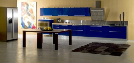 Di-lorio-Cucine tamsiai mėlynos spintelės virtuvės interjere