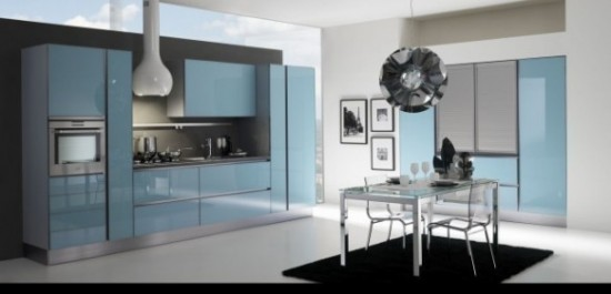 Gatto-Cucine blizgantis melsvas spintelių durelių dizainas virtuvėje