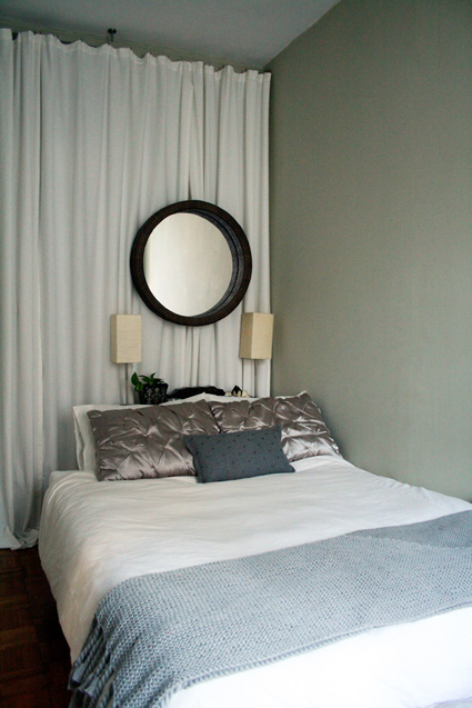 Apvalus veidrodis miegamąjame