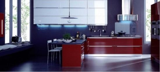 Veneta-Cucine tamsiai mėlyna, raudona spalvos virtuvės interjere