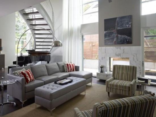 svetainės interjeras, laiptai į antrą aukštą
