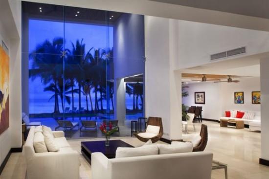 palmės pro svetainės kambario langus