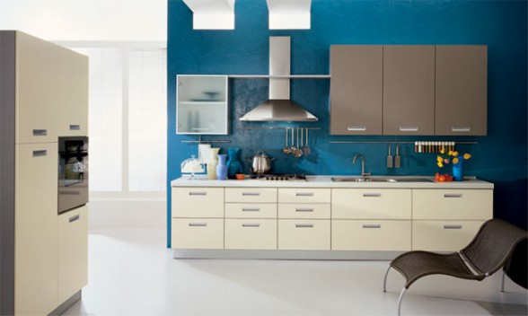 mėlyna spalva virtuvės interjere 6