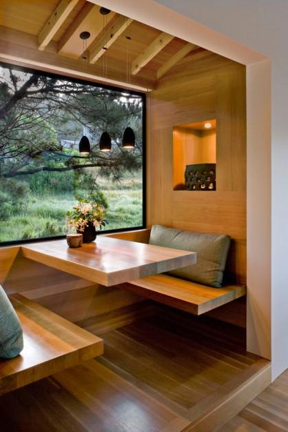Kavos, arbatos staliukas virtuvės interjere