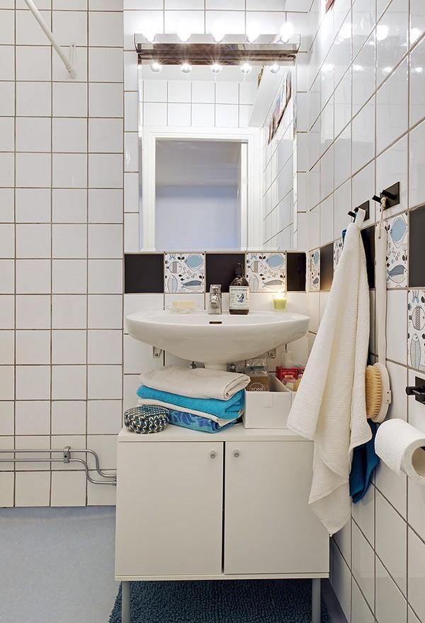 turkio spalvos rankšluosčiai vonios kambaryje