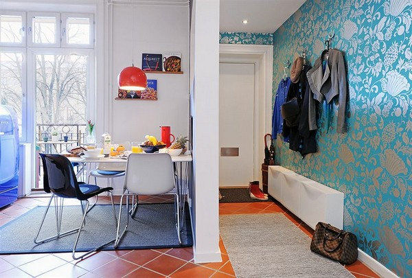 koridorius ir valgomasis, atskirtas sienos