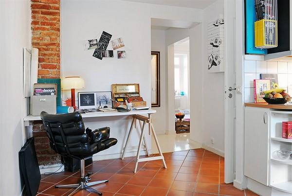 Darbo erdvė su odine kėde