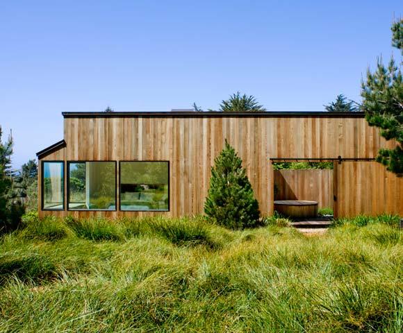 medinės lentelės namo fasade