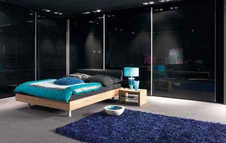 Mėlynos spalvos motyvai miegamąjame