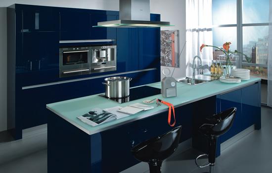 mėlyna spalva virtuvės interjere 1