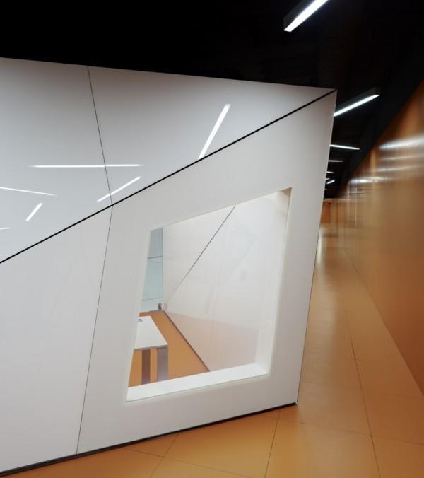IT biuras, koridorius, kabineto langas