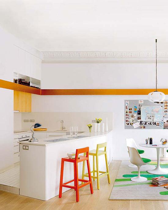 dekoratyvinė juosta ant sienos virtuvės interjere