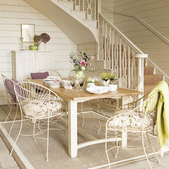 valgomojo stalas, kėdės hole