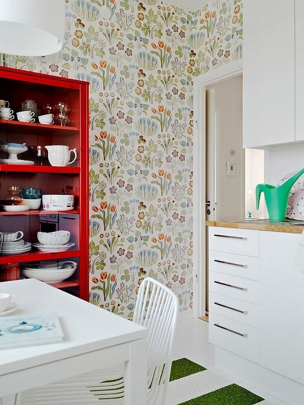 gėlėti tapetai virtuvėje