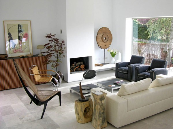 svetainės interjeras, langas į vidaus kiemą