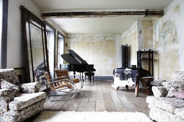 apsilupinėjusių sienų, lubų, grindų estetika interjere