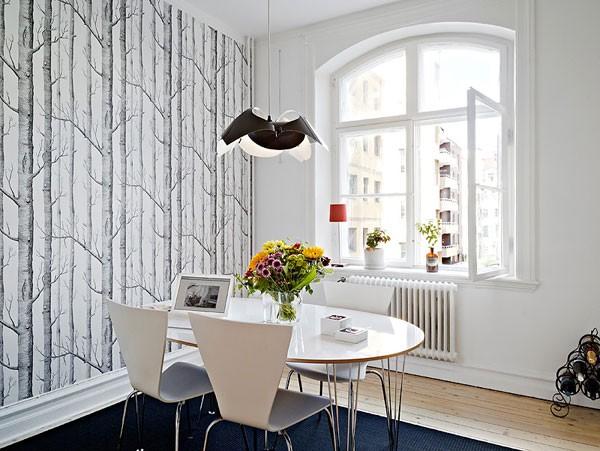 tapetai su medžių piešiniais svetainėje