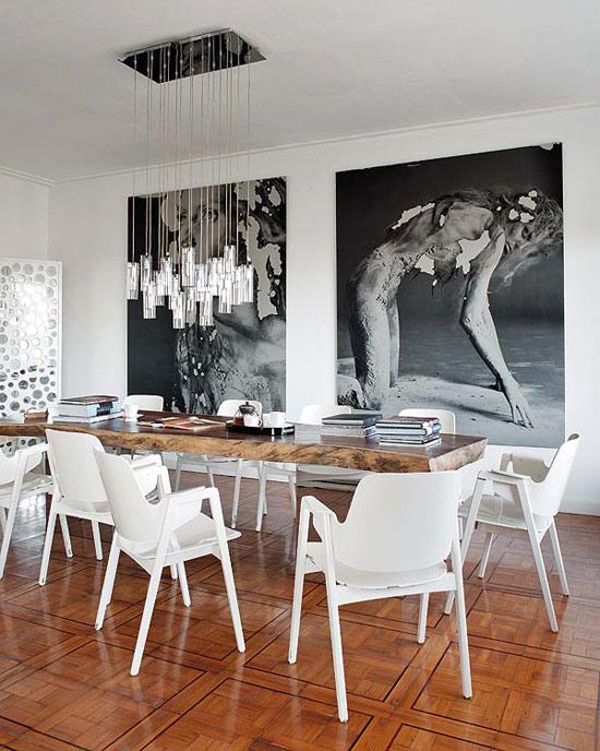 juodai baltos fotografijos an sienos kambario interjere