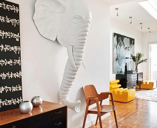 Dramblio skulptūra namo hole