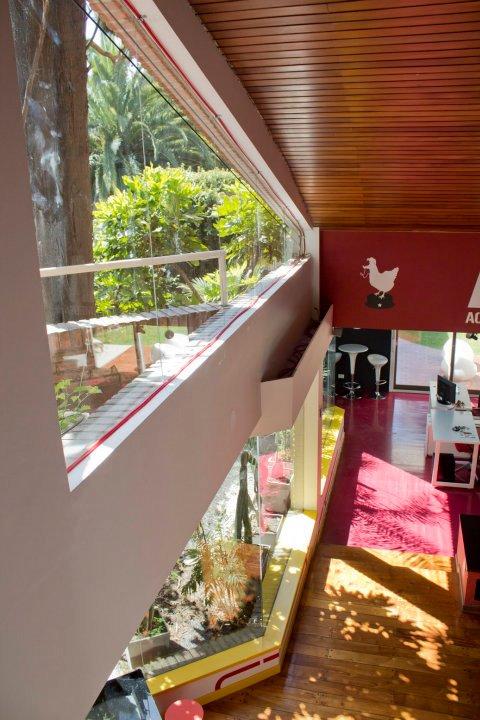 biuro interjeras, vaizdas iš antro aukšto